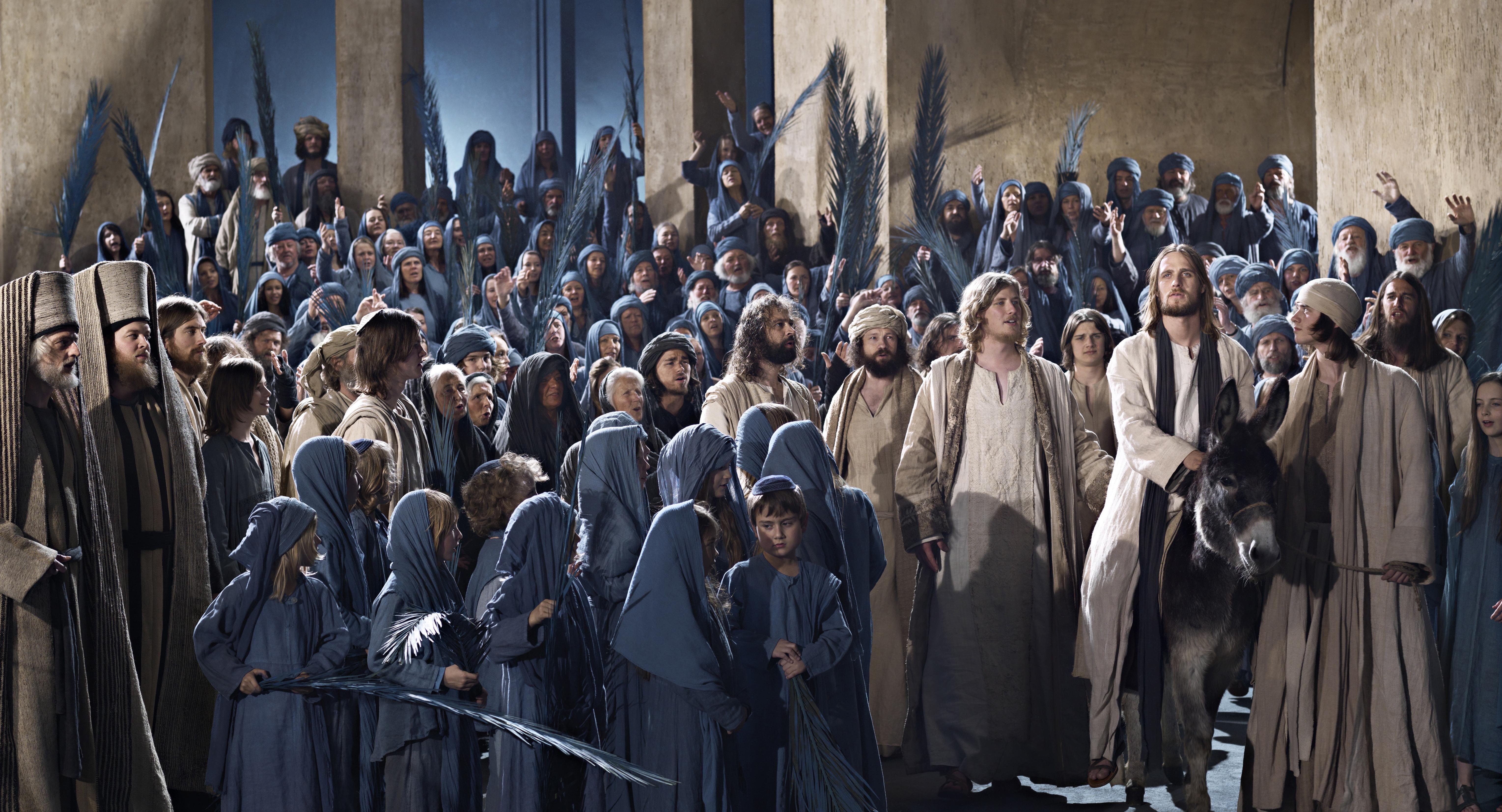 Passionsspiele Oberammergau – Jesus inmitten von Menschen