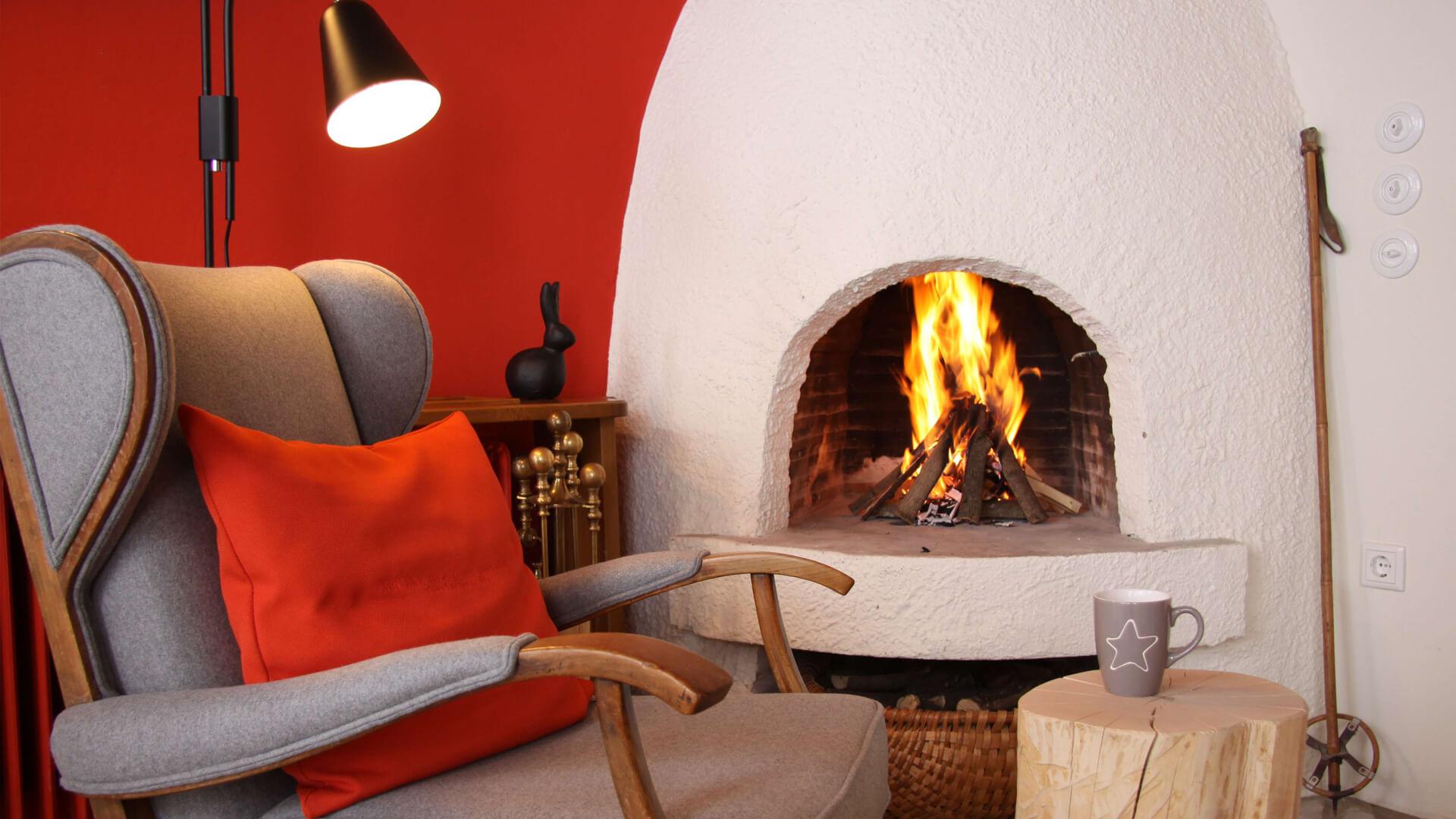 Biohotel Bavaria Kamin mit Feuer