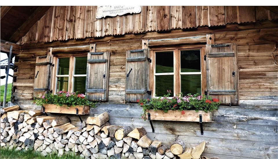 Wanderwege in Garmisch Partenkirchen – Außenansicht Almhütte