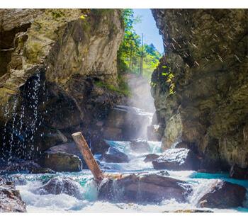 Wanderwege in Garmisch Partenkirchen – Schlucht mit Wasserfall