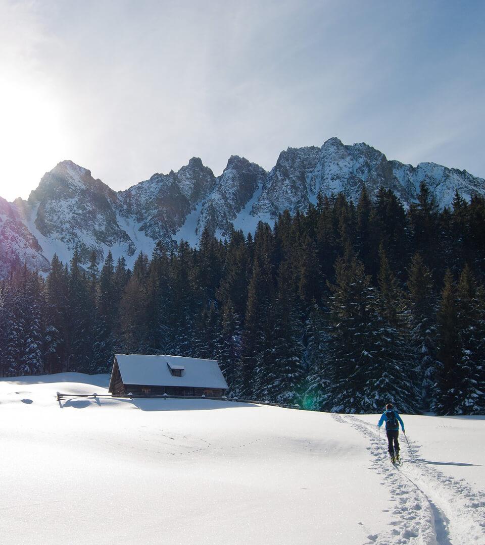 Winterurlaub in Garmisch-Partenkirchen – Schneeschuh Wanderer