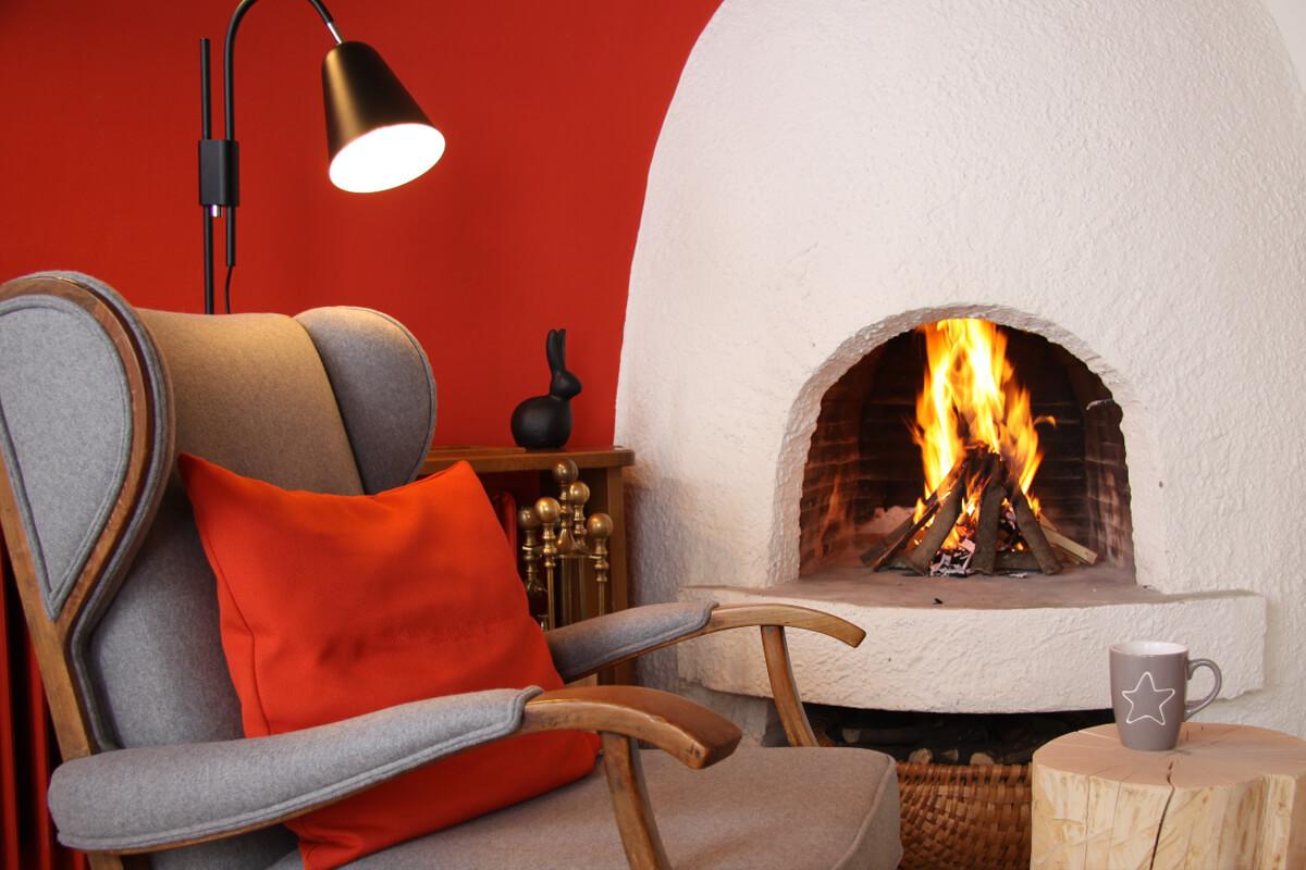 Biohotel Bavaria Garmisch-Partenkirchen – Kamin mit Feuer