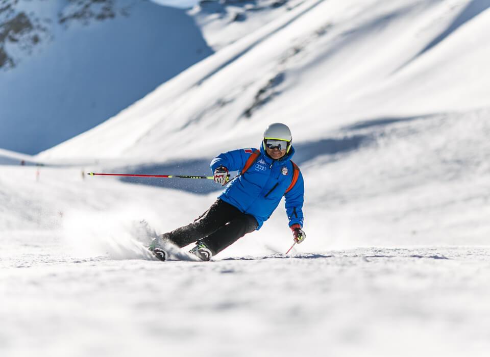 Winterurlaub in Garmisch-Partenkirchen – Skifahrer auf Piste